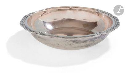 Légumier en argent de forme ronde polylobé,...