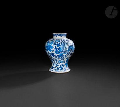 Chine Potiche de forme balustre en porcelaine...