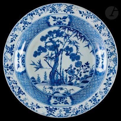 Chine Plat rond en porcelaine à décor en...