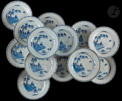 Chine Treize assiettes en porcelaine à décor...