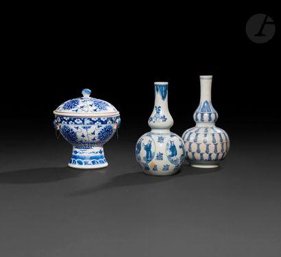 Chine Lot composé de deux vases balustre...