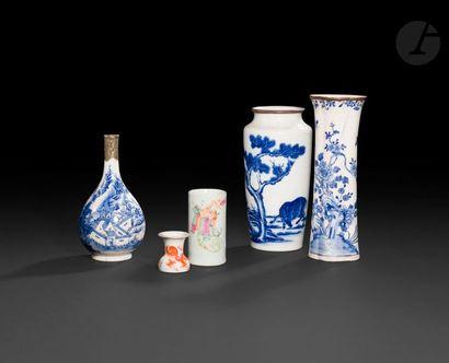 Chine Lot composé de trois vases et deux...