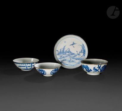 Chine Trois bols et un plat circulaire en...