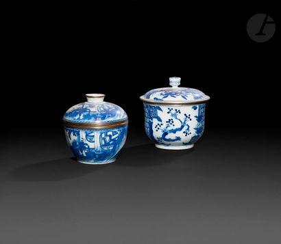 Chine Deux pots couverts en porcelaine à...