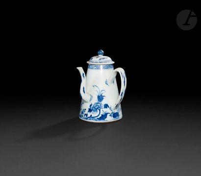 Chine Cafetière tronconique couverte en porcelaine...