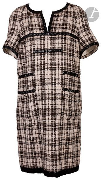 CHANEL Robe en coton et soie, noir et blanc...