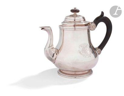 SAINT-QUENTIN 1748 - 1751 Théière en argent...
