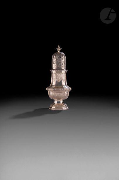 SAINT OMER vers 1760 Saupoudreuse en argent,...