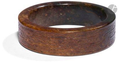 CHINE - De style MING Deux bracelets en néphrite...
