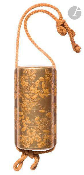 JAPON - Époque MEIJI (1868 - 1912) Deux inro : - à cinq cases en laque or à décor...