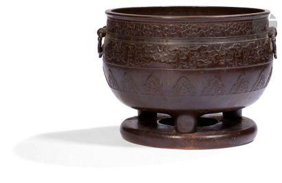JAPON - XIXe siècle Brûle-parfum tripode...