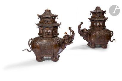 JAPON - Vers 1900 Paire de brûle-parfums...