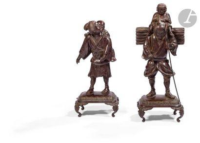 JAPON - Époque MEIJI (1868 - 1912) Deux groupes en bronze à patine brune formant...