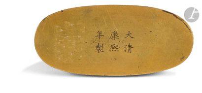 CHINE - Époque KANGXI (1662 - 1722) Repose-pinceaux en forme de trois montagnes...