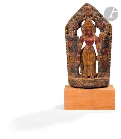NéPAL - XVIIe / XVIIIe siècle Groupe en bois sculpté à traces de polychromie, Padmasambhava...