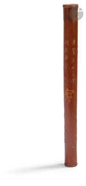 CHINE Porte-herbes cylindrique en bambou sculpté à décor en léger relief de branches...