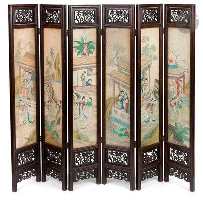 CHINE - XIXe siècle Paravent en bois sculpté...