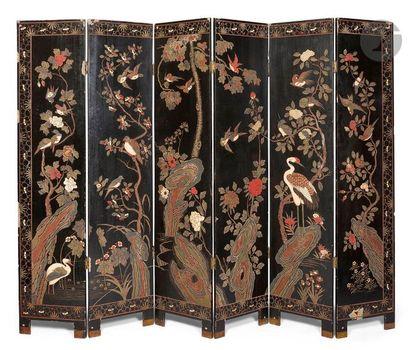 CHINE - Début XXe siècle Paravent à six feuilles...