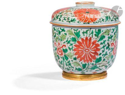 CHINE - Époque KANGXI (1662 - 1722) Pot couvert...