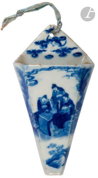 CHINE - XVIIIe siècle Petite bouquetière...