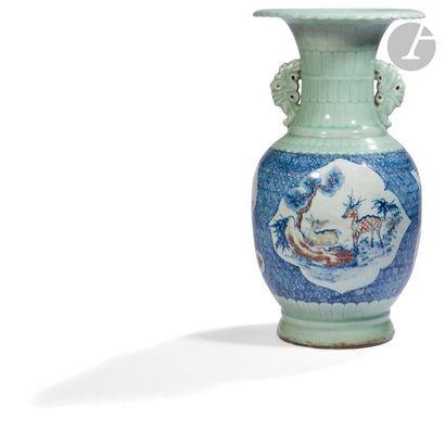 CHINE - XVIIIe siècle Vase à col ouvert polylobé...