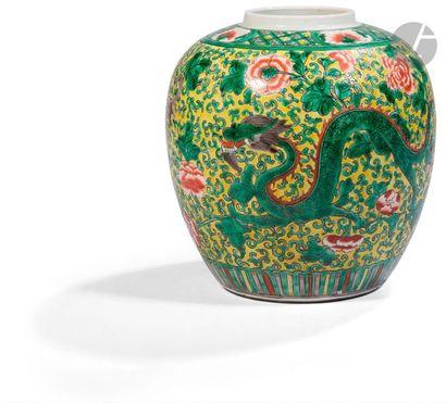 CHINE - Fin XIXe siècle Pot en porcelaine...
