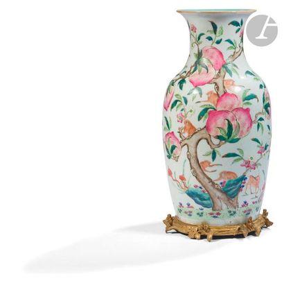 CHINE - Fin XIXe siècle Vase balustre en...