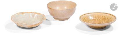 VIETNAM, Tanhoa - XIIe / XIIIe siècle Ensemble comprenant deux coupes dont l'une...