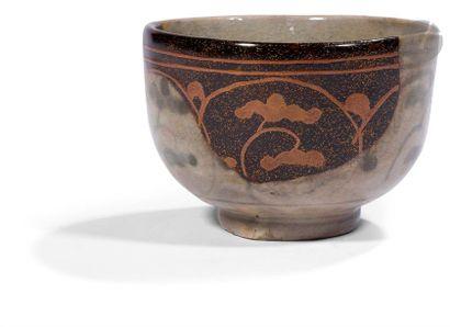 JAPON - XIXe siècle Chawan en grès gris craquelé...