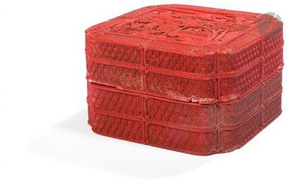 CHINE - Époque QIANLONG (1736 - 1795) Boîte de forme carrée à angles rentrants en...