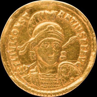 CONSTANCE II (337-361). Son buste casqué...