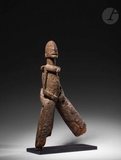Une rare et ancienne sculpture anthropomorphe,...