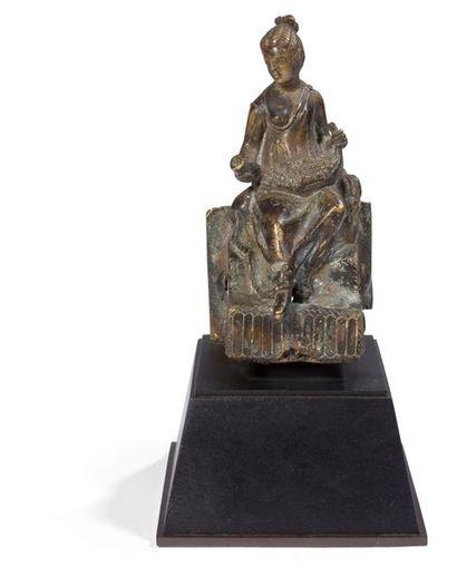 ART ROMAIN. Statuette représentant la déesse...