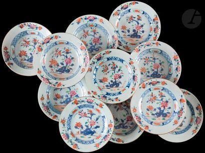 Chine  Cinq petites assiettes et six petites...