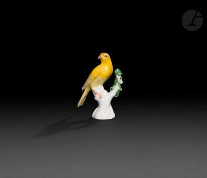 Samson  Statuette en porcelaine représentant...
