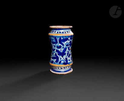 Lyon  Albarello en faïence de forme cylindrique...