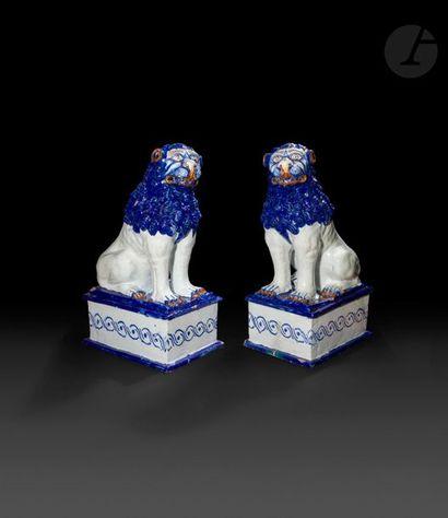 Rouen  Paire de grands lions en faïence assis...