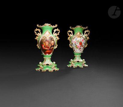 Paris  Paire de vases de forme balustre en...