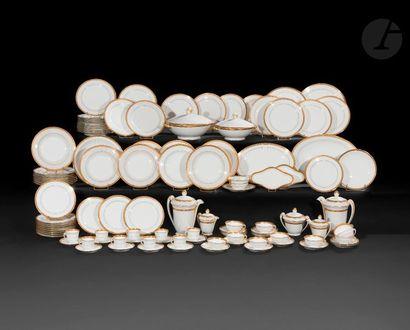 Limoges  Service en porcelaine blanche et...