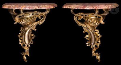 Paire de consoles en bronze doré à décor...