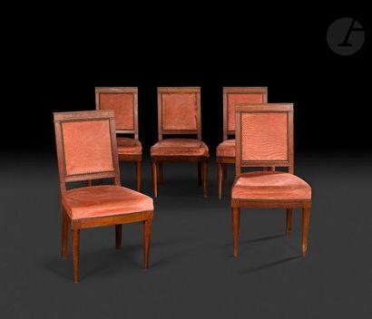 Suite de cinq chaises en acajou et noyer,...