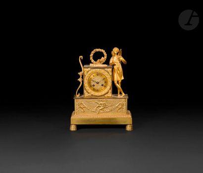 Pendule à Apollon en bronze doré, la base...
