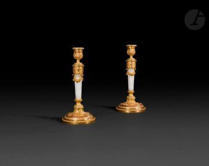 Paire de flambeaux en onyx et bronze doré,...