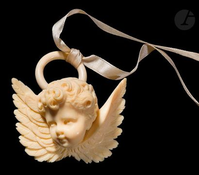Angelot de berceau en ivoire figurant une...