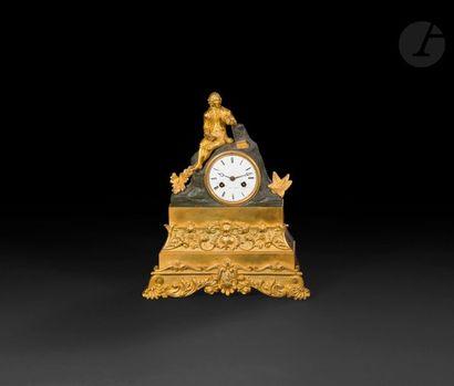 Pendule en bronze patiné et bronze doré représentant...
