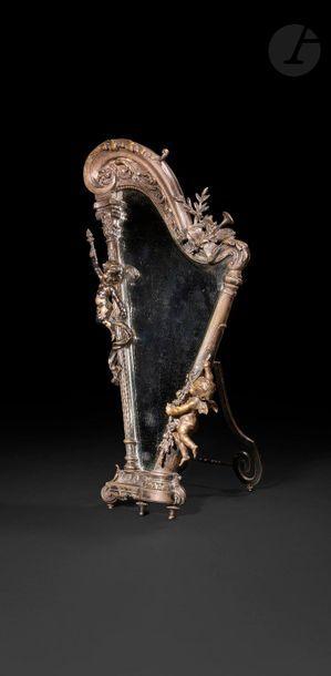 Miroir en bronze argenté en forme de harpe,...
