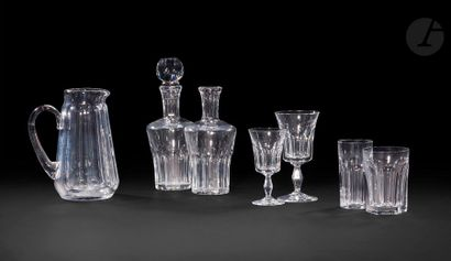 Service en verre de Baccarat composé de treize...
