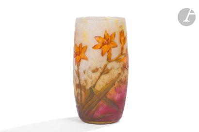 DAUM NANCY Crocosmias Vase gobelet. Épreuve...