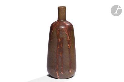 THÉO PERROT (1856-1942) Vase bouteille. Épreuve...
