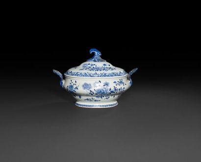 Chine  Terrine ovale couverte en porcelaine...
